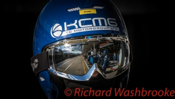 Mechanic LMGTE Am KCMG Porsche 911 RSR FIA WEC 6H Silverstone - Sunday 17th April 2016